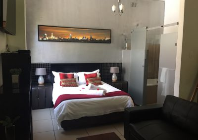 Jacanranda-bedroom-bed-house-accommodation-house-on-york