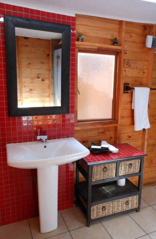 Marula-bathroom-0-log-cabin-bed-and-breakfast-house-on-york