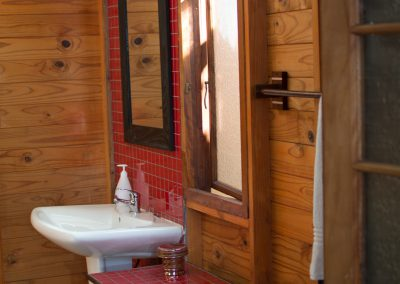 Marula-bathroom-3-log-cabin-bed-and-breakfast-house-on-york