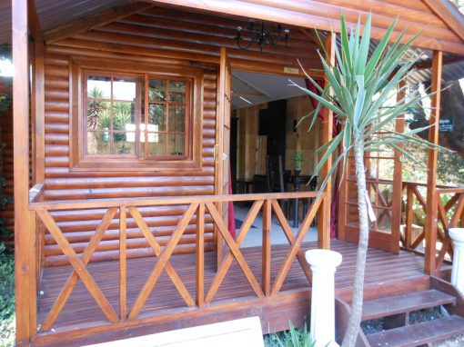 Marula-entrance-4-log-cabin-bed-and-breakfast-house-on-york
