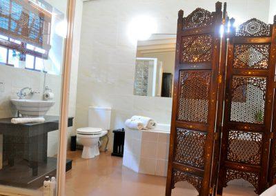 Protea-Bathroom-3-bed-breakfast-accommodation-house-on-york