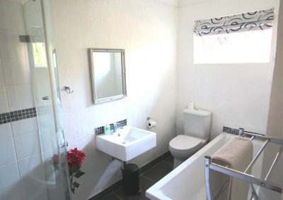 Queen-morning-hill-cottage-Bathroom-3