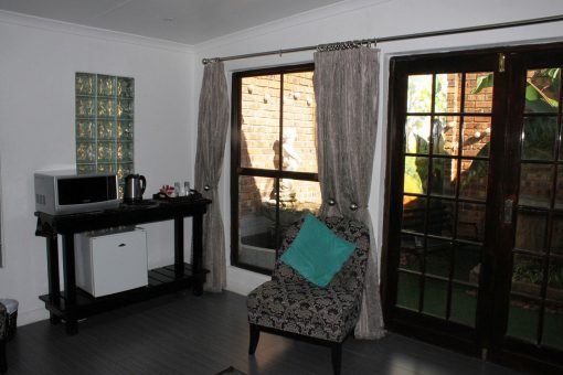 fynbos-LOUNGE-Smaller-guest-house-house-on-york