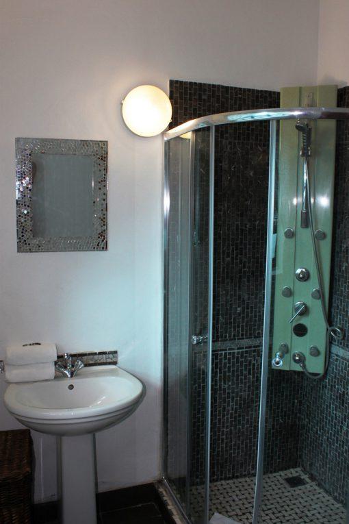 house-on-yorkl-acacia-bathroom-0