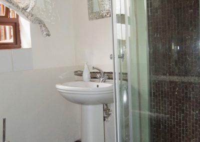 house-on-yorkl-acacia-bathroom-1