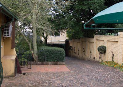 royal-oak-guest-house-Driveway-2