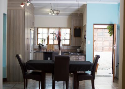 unit-1-royal-oak-guest-house-dining-and-kitchen-area