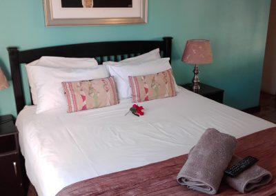 unit-1-royal-oak-guest-house-main-bedroom